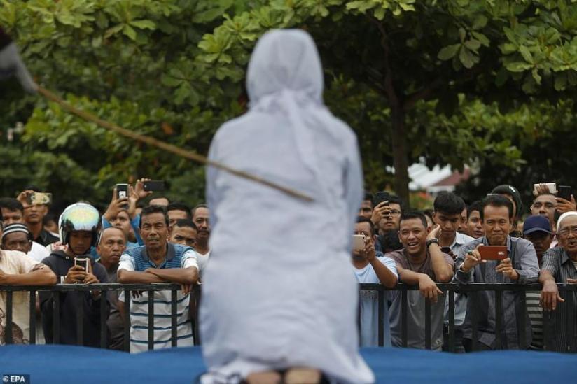 limportant.fr - Indonésie: flagellée en public pour avoir eu des relations sexuelles hors mariage @DailyMailAU